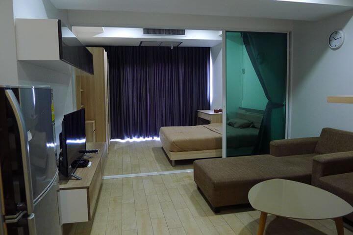 เดอะ เทรนดี้ คอนโดมิเนียม [The Trendy Condominium]